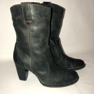 Womens 6 1/2 forest green boots stunning!